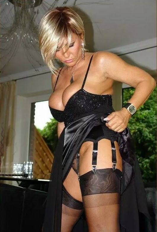 Pin By Scooter Trash On Milfs  Sexy Older Women, Lady, Sexy-5627
