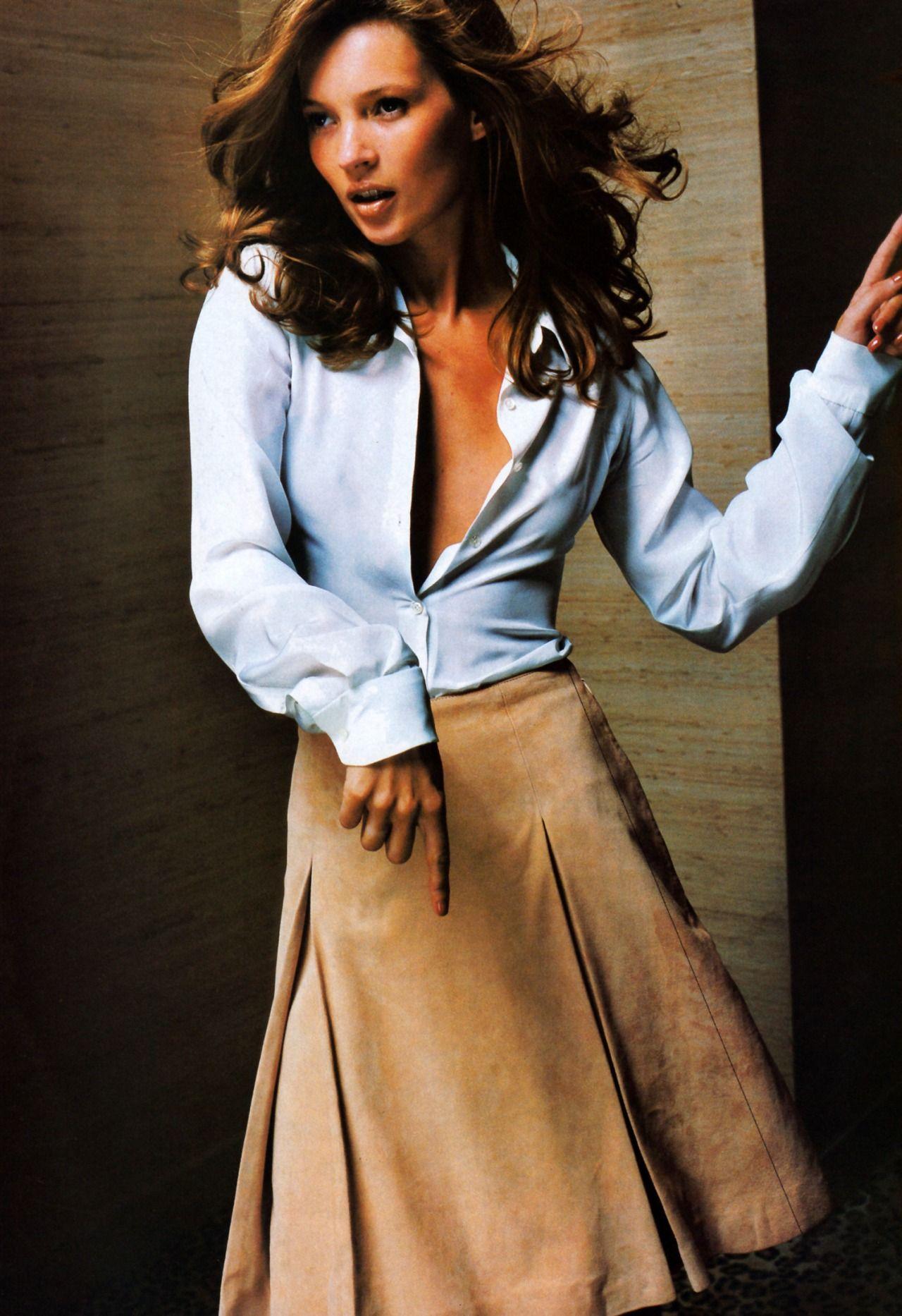 Kate Moss wearing Celine, photo Mario Testino for American Vogue November 1996.