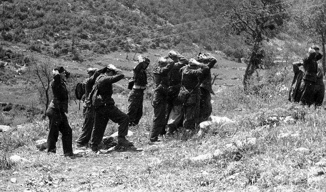 1944, Italie, Monte Cassino, Un groupe de POWs allemands capturés par le 2ème Corps polonais