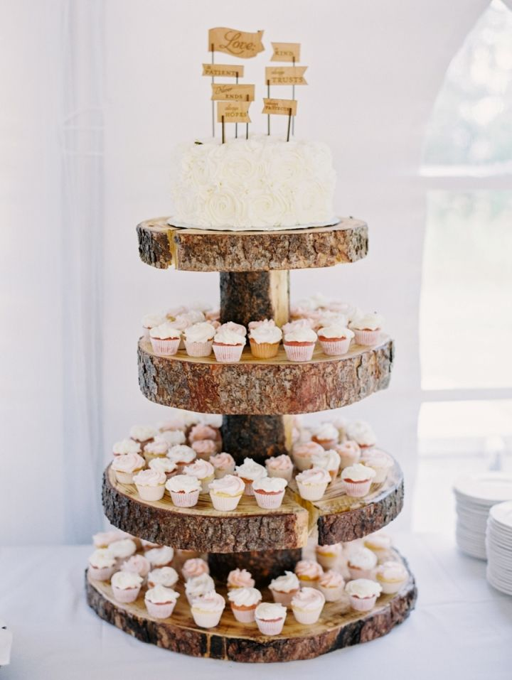 Wedding cake + wedding cup cakes on wooden slice wedding cake stand #weddingcake #rusticwedding #rusticweddingcake #woodenslicecakestand #rusticelegance