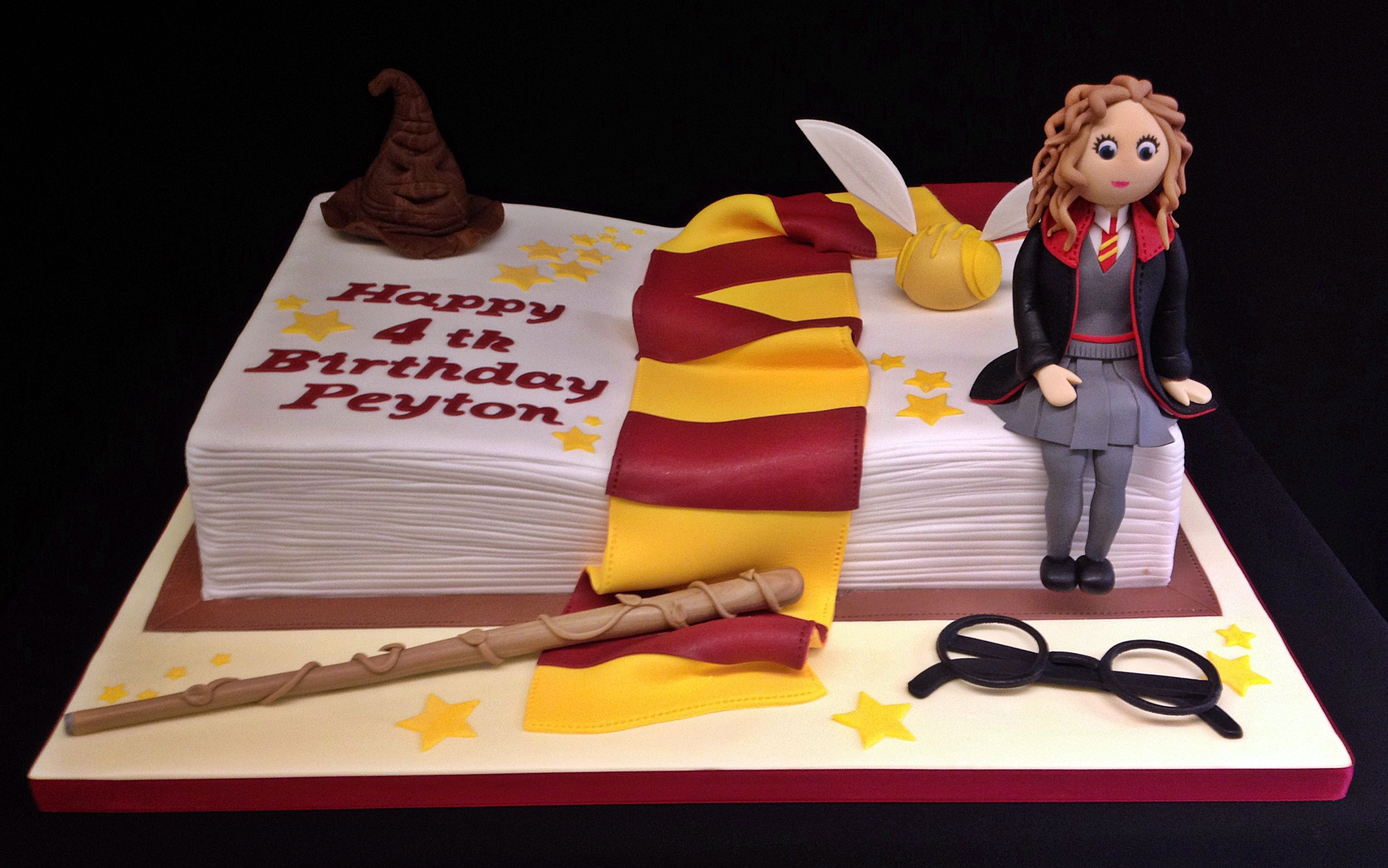 Harry Potter Cake with edible Hermione Harry potter cakes