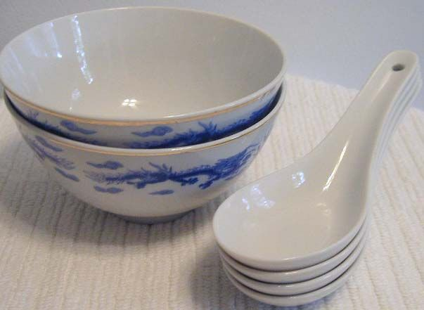 Small Chinese Soup Bowls Amp Spoons 2 4 5 Was 4 Now 1 Sold Chinese Soup Bowl Soup Bowl Bowl
