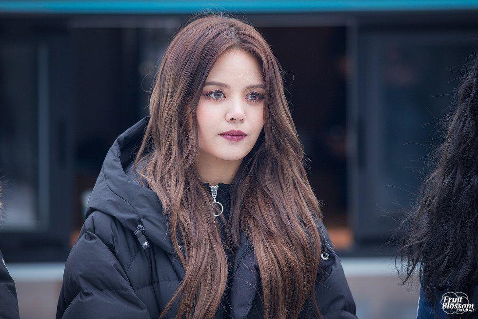 Clc Sorn Exposes How Foreign Members Don T Get Paid The Same As Korean Members Koreaboo Clc Me As A Girlfriend Kpop Girls
