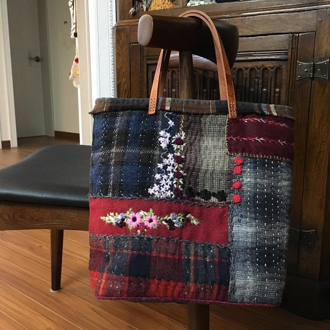 -2016/12/14 모직가방 뒷부분 앞처럼 예쁘게~ . . . . . By Alley's home #embroidery#knitting#crochet#crossstitch#handmade#homedecor#needlework#antique#vintage#pottery#flower#ribbonembroidery#quilt#프랑스자수#진해프랑스자수#창원프랑스자수#마산프랑스자수#리본자수#꽃자수#창원프랑스자수수업#진해프랑스자수수업#실크리본자수#앨리의프랑스자수#자수소품#손자수#리본자수수업#꽃다발자수#모직가방#울가방#울사