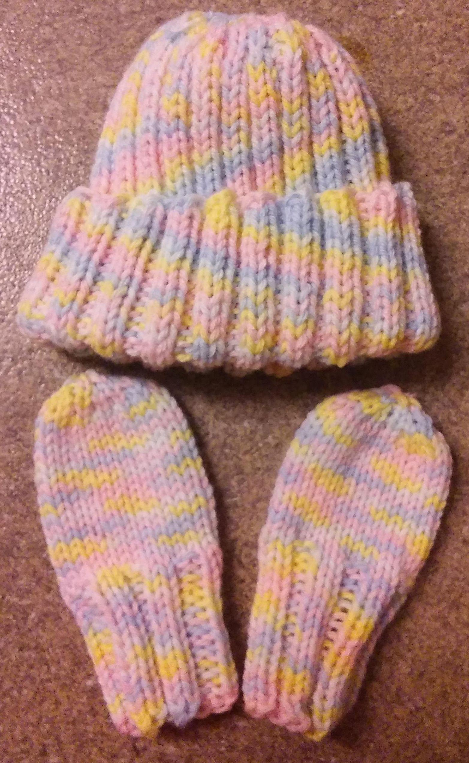 (Almost The Same) Newborn Hat & Mitten Set- Free Pattern ...