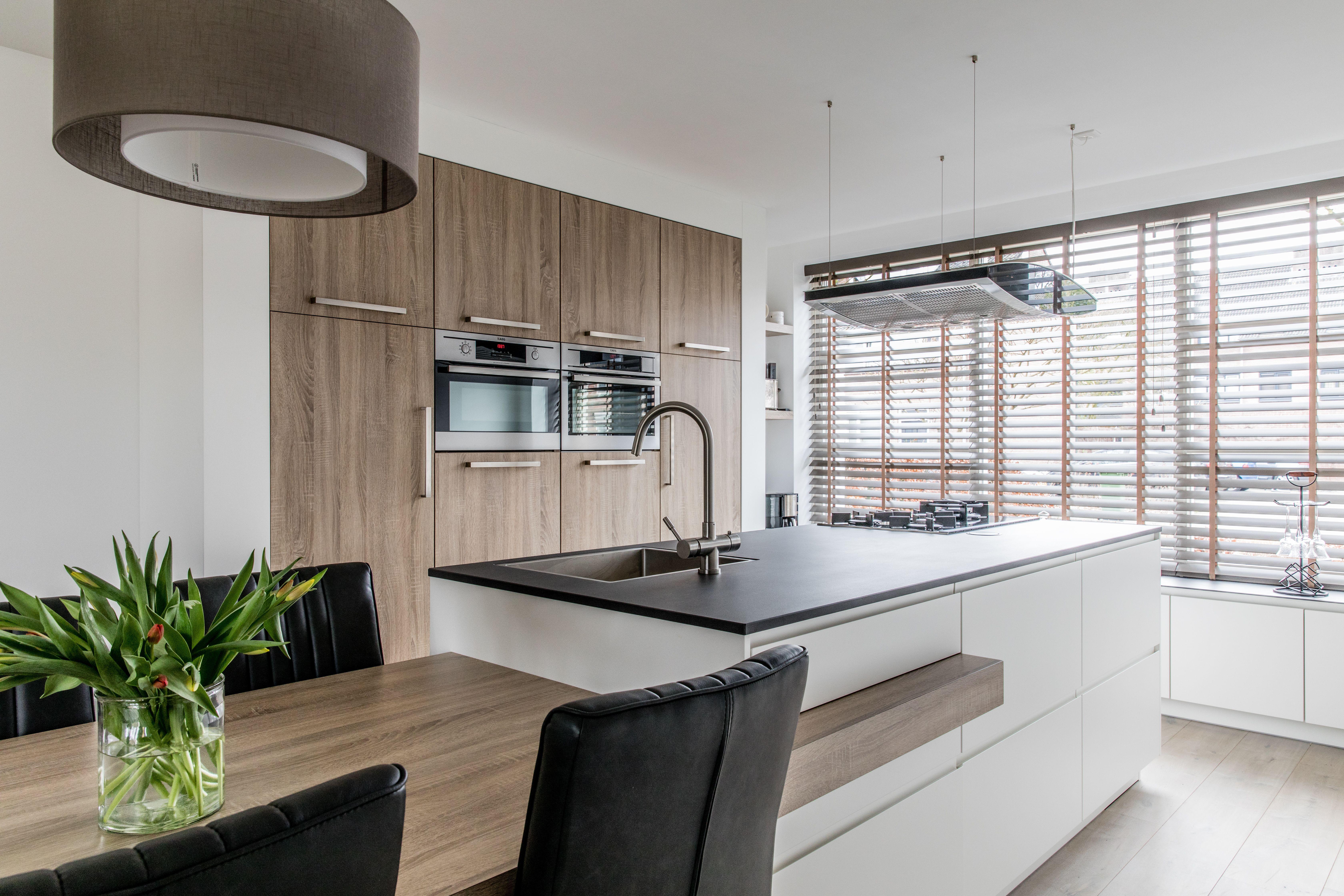 Kookeiland met ge ntegreerde eettafel kitchen in 2018 for Eethoek modern