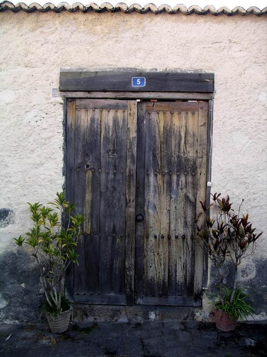 Porton clasico puertas rusticas puertas de madera for Puerta jardin madera