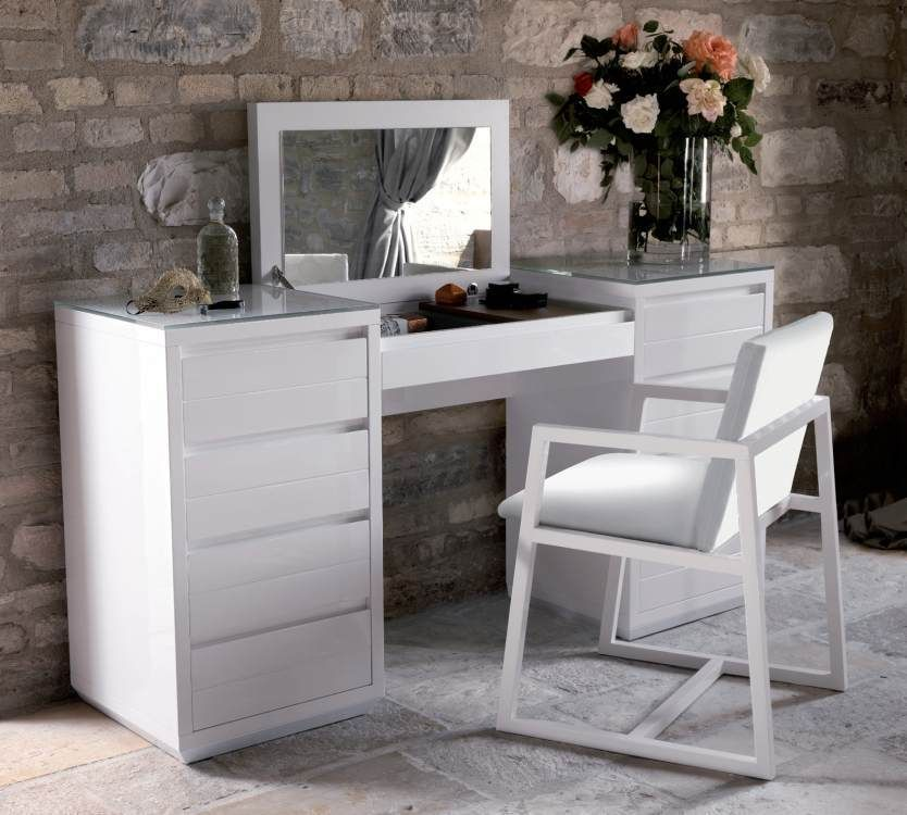 The Lucido Bedroom Vanity Is A Brilliant Lacquer Dressing Table. It Can Be  Found In Black Gloss, Bright White And Ivory.