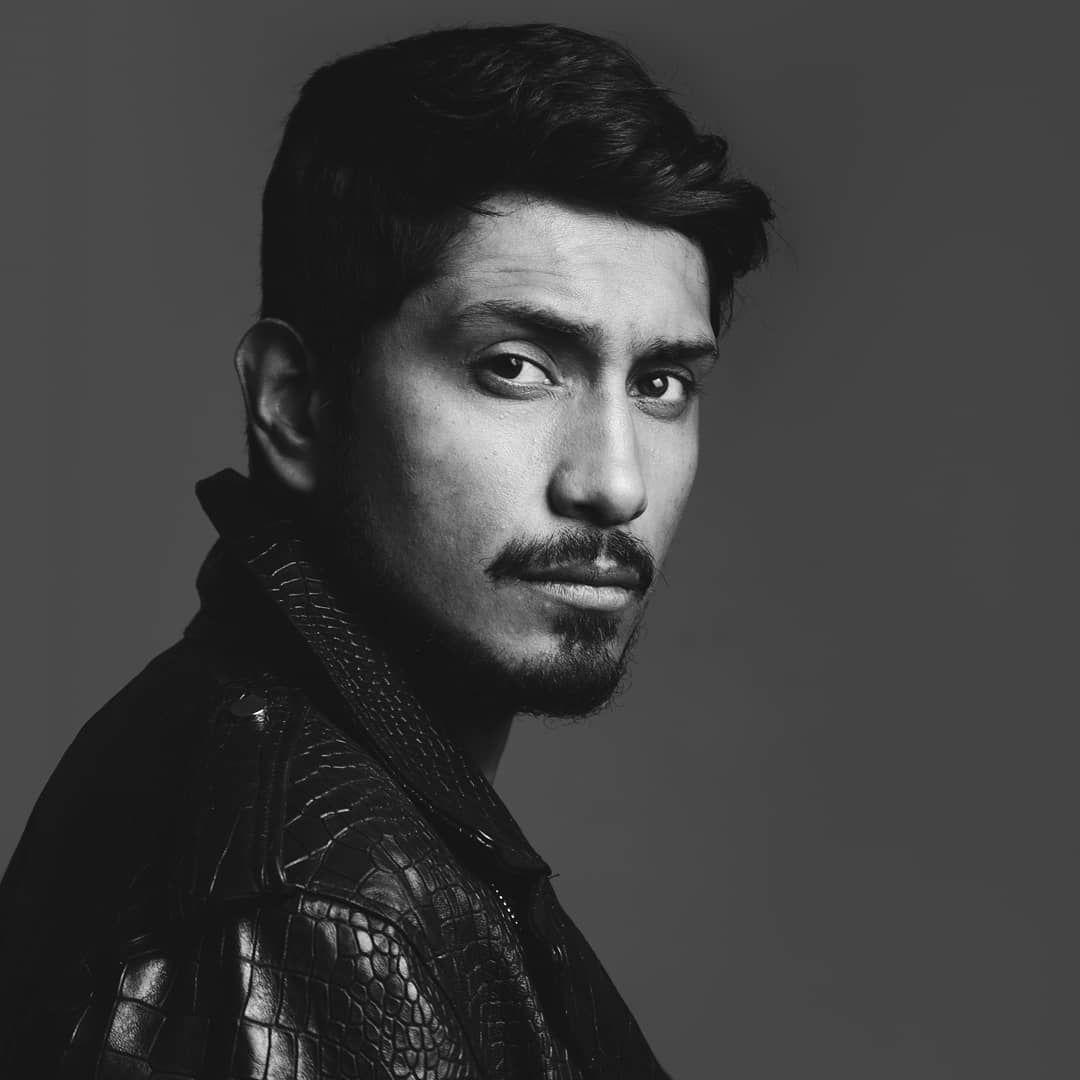 "Tenoch Huerta on Instagram: ""Foto @abrahamagos stylist @l_dano No es pie dárselas a desear ..."