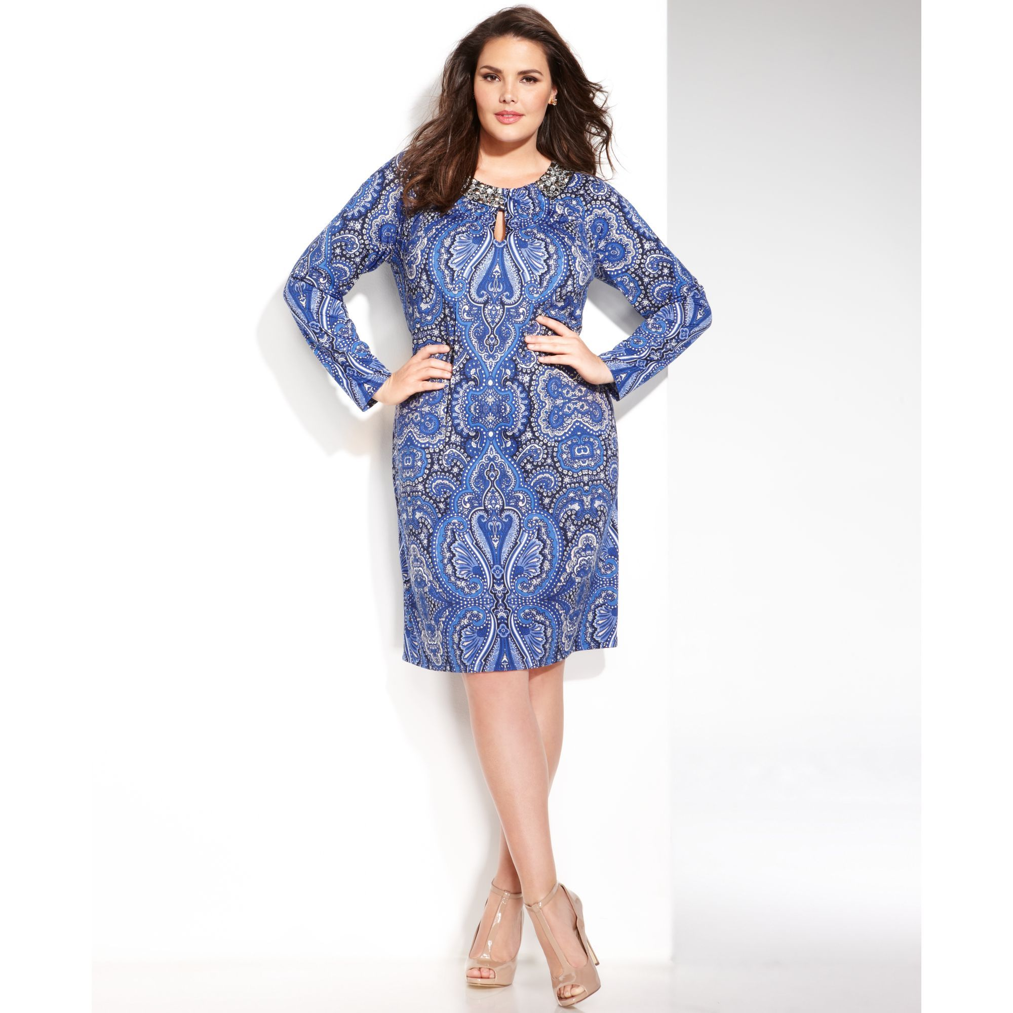 style guide to don trendy plus size shift dresses | plus size