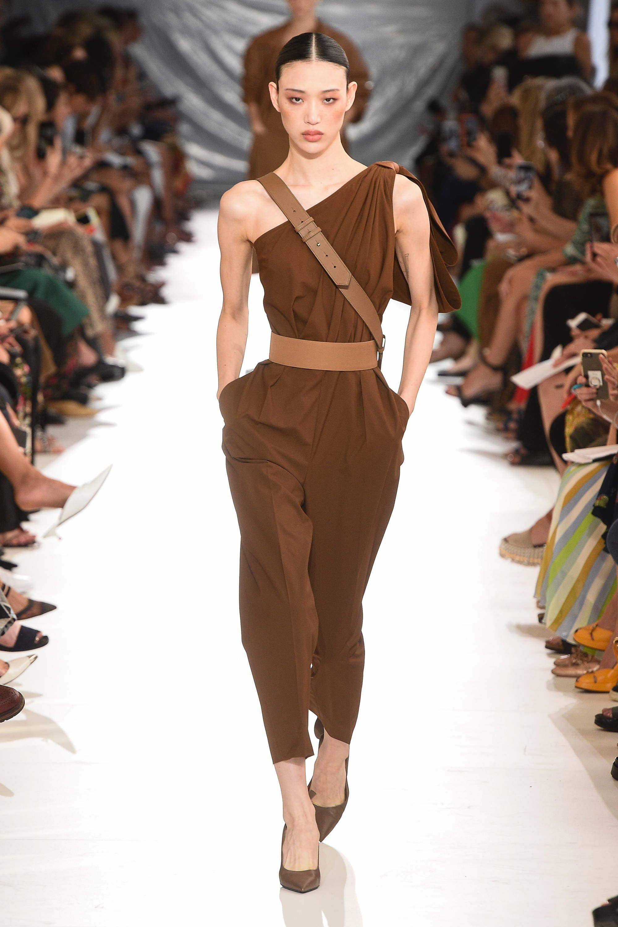 Max Mara Spring 2019 Ready-to-Wear Fashion Show in 2019  14a406fe959