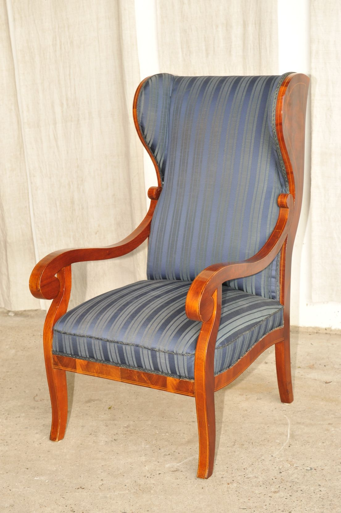 biedermeier ohrensessel mahagoni mit fadeneinlagen antik im hof ohrensessel pinterest. Black Bedroom Furniture Sets. Home Design Ideas