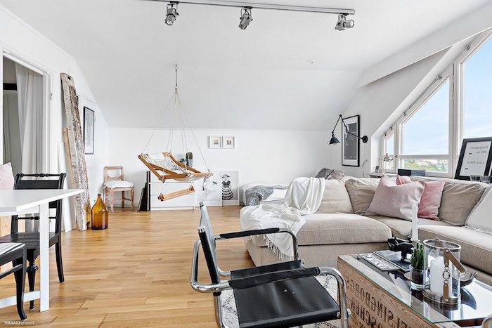 Fantastisch Kleine Wohnung Einrichten Einzimmerwohnung Mansarde Hängender Stuhl  Esszimmer Küche Und Wohnbereich Auf Einmal Großes Sofa