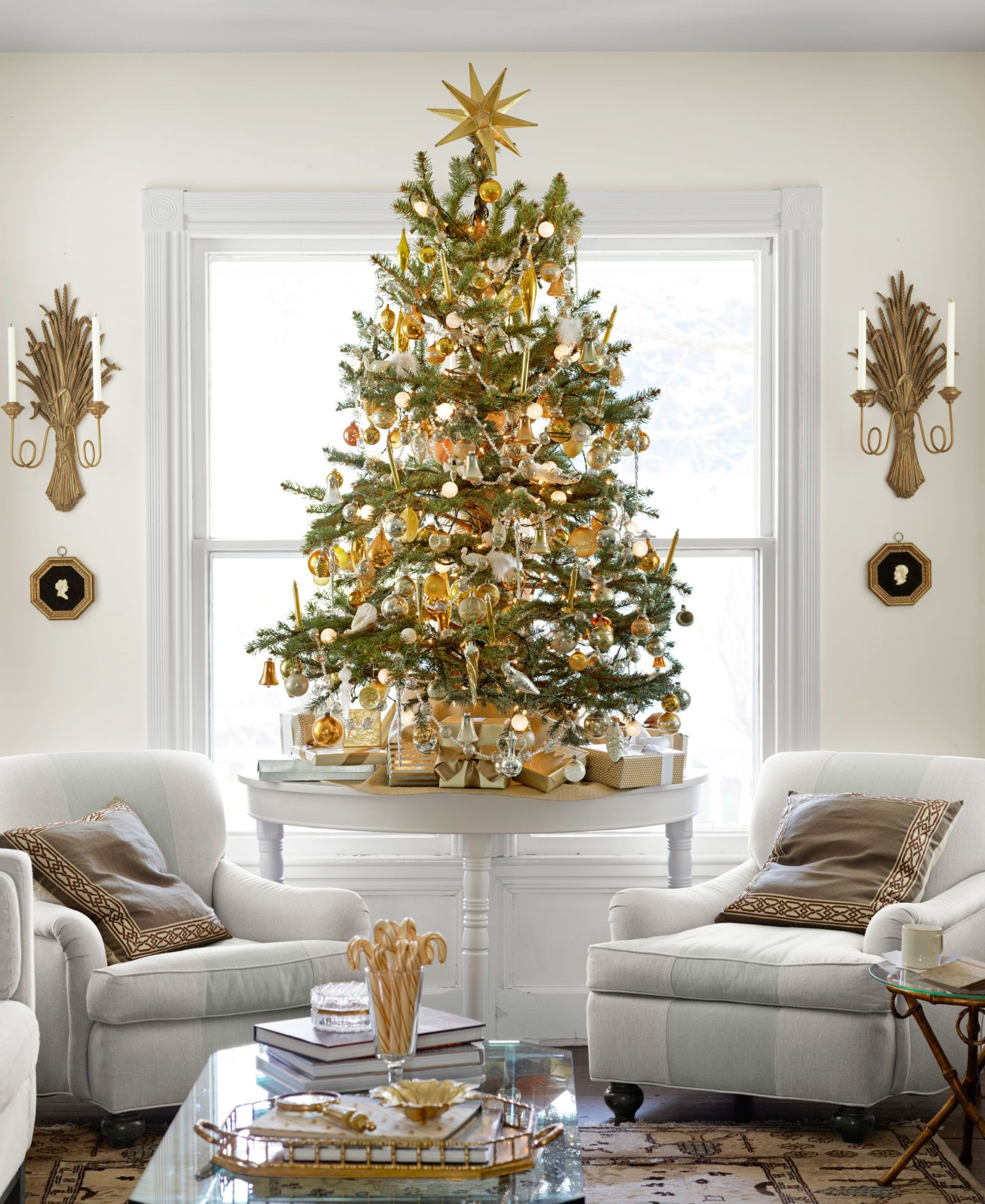 15 Ways To Re Deck The Halls With Designer Eddie Ross Neutral Christmas Decor Elegant Christmas Decor Small Christmas Trees Decorated
