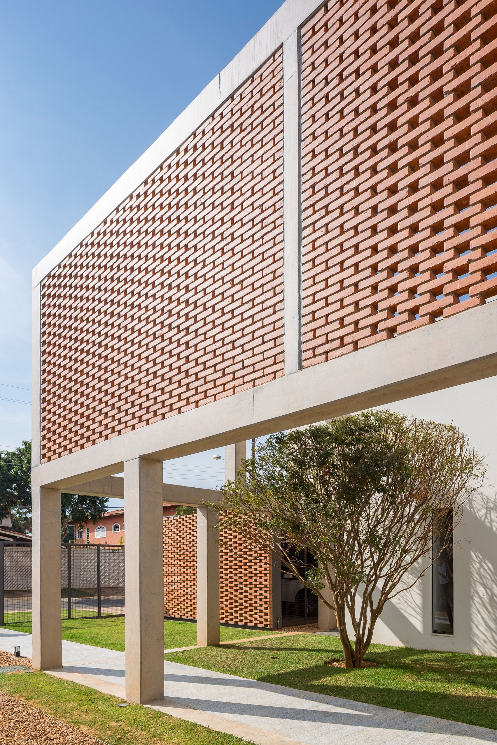Casa Grid features brick screens set into concrete frames | 04 MAS_ ...