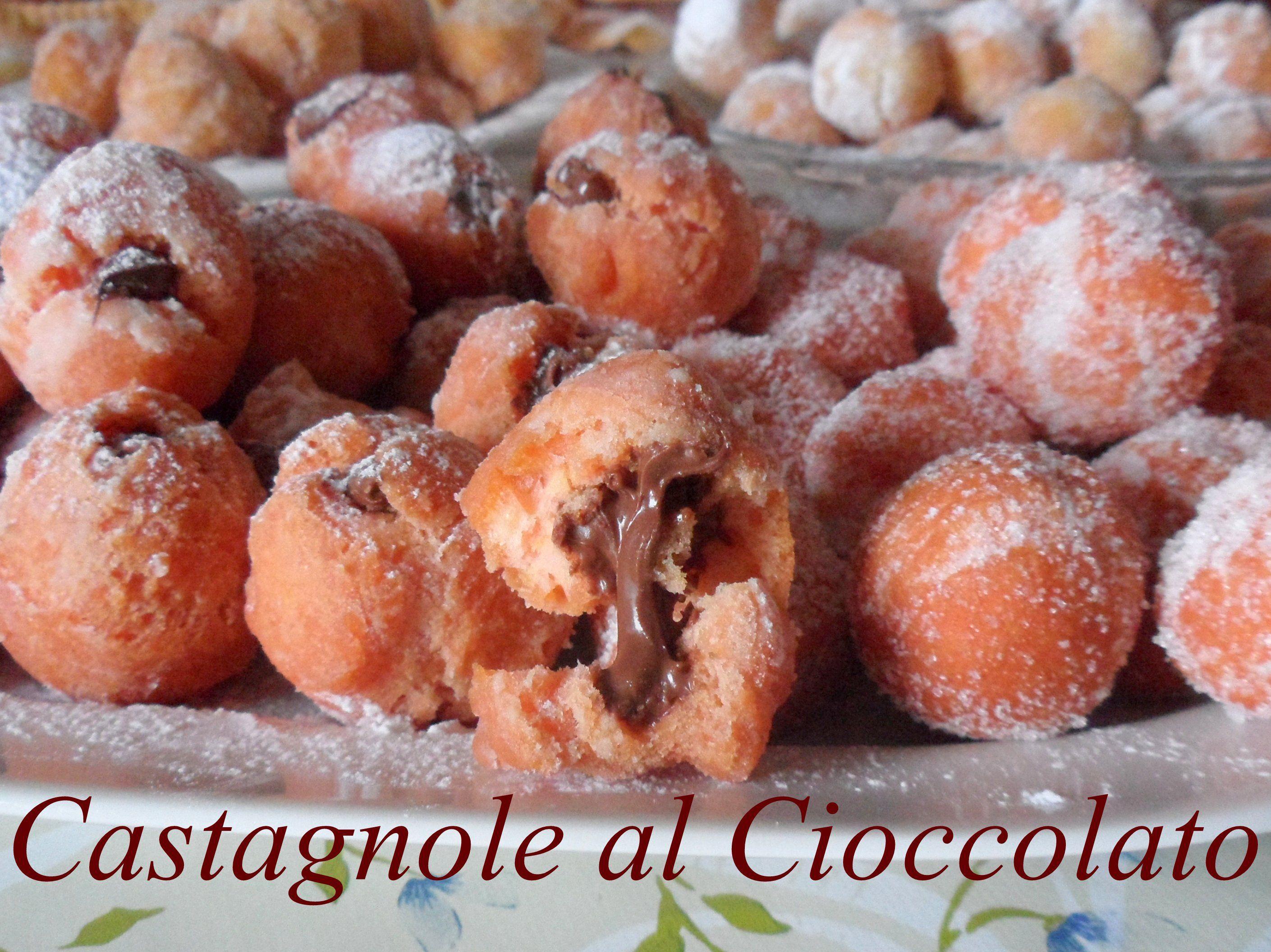 """Castagnole http://ricettedi.it/cucina/2014/03/castagnole/ Le castagnole sono un un dolce tipico del periodo di carnevale. Possiamo farle rientrare in quella miriade di varianti di pasta fritta lievitata, che appartengono all'universo """"zeppola"""""""