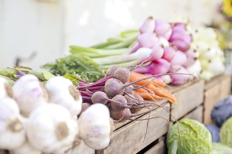 Ποια είναι η σωστή συντήρηση φρούτων και λαχανικών, ώστε να καταλήξουν στο πιάτο μας κι όχι στα σκουπίδια; Σώζουμε τα τρόφιμα και σώζουμε το πορτοφόλι μας.