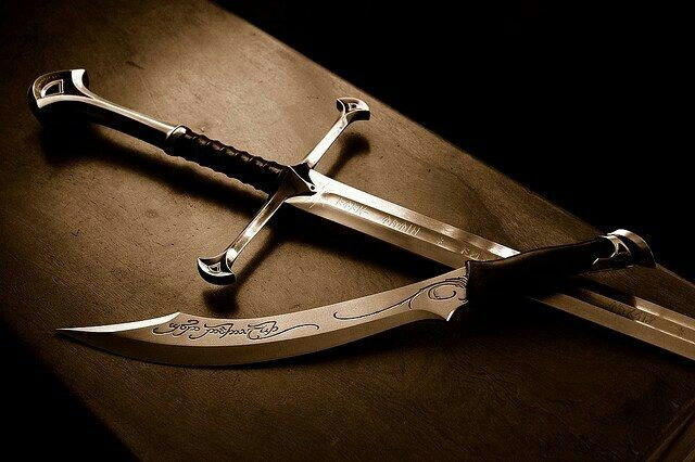 Aragorns Andúril Sword And Elven Dagger Tolkiens Legendarium