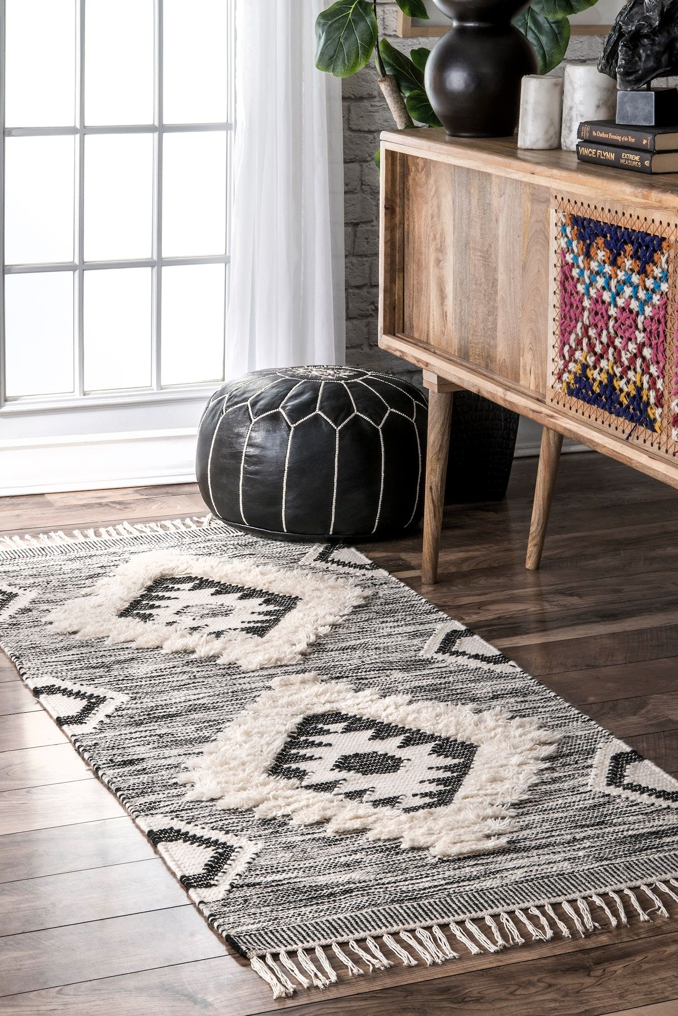 Love This Tribal Rug Such A Pretty Statement Rug For Bohodecor