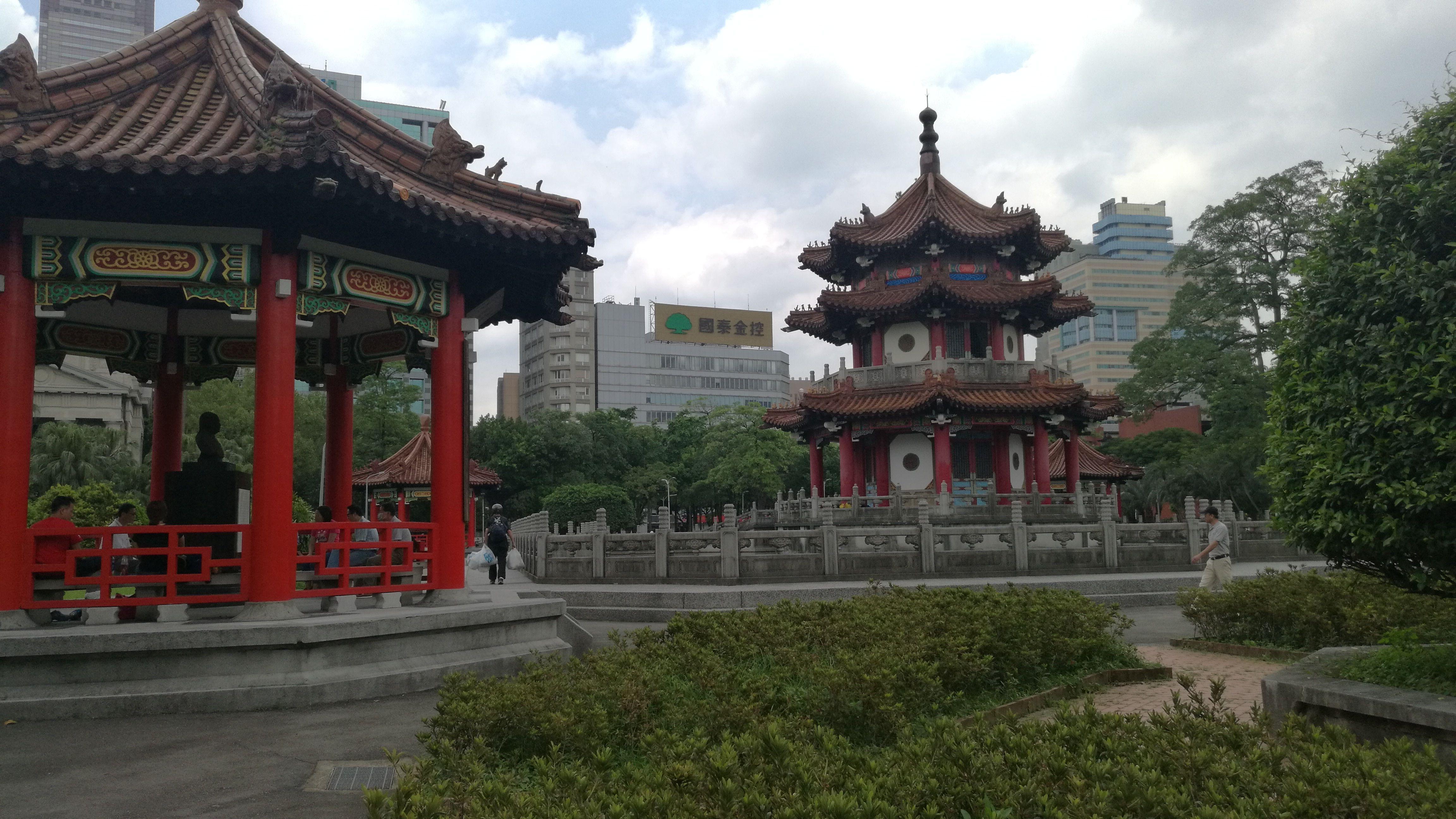 Cenadores, pagodas y rascacielos en Taipei