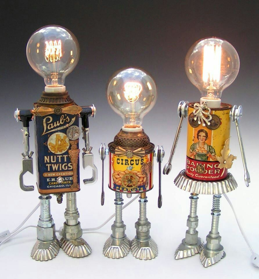 DIY inspiration to make cute tin robots from old tin boxes, kitchen utensils and mismatched spare part and scrap parts.   #DIY #crafts #recycledcrafts #recycleoldutensil #tinrobots #recycledart #reusetinboxes