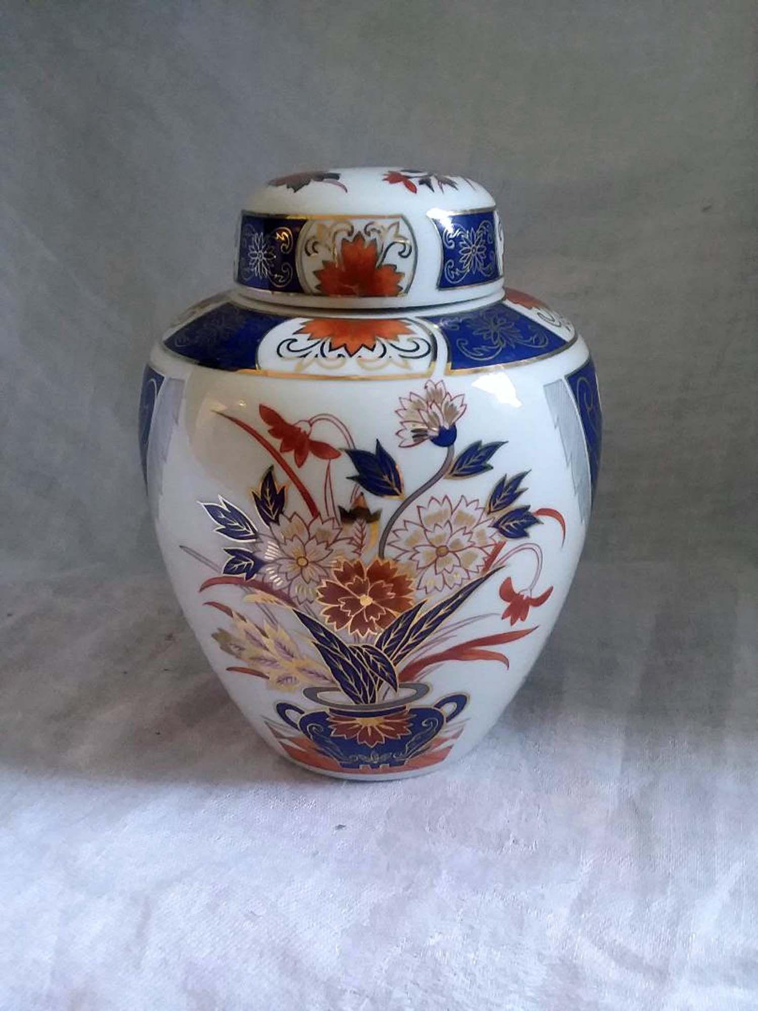 "Beautiful Blue and White Floral Flower Porcelain Ginger Jar 6/"""