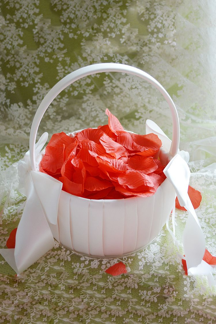Classic flower basket in satin with bow bukpn1by7q6