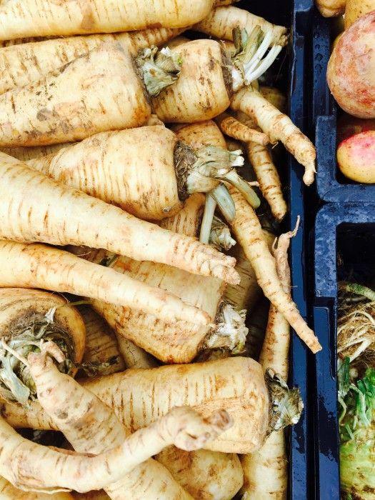 Το παστινάκι (parsnip) είναι πιο συνηθισμένο στις λαϊκές. Από τα πολύ παλιά χρόνια θεωρείται άριστο λεπτυντικό λαχανικό που αποτοξινώνει και καθαρίζει τον οργανισμό.