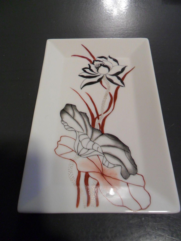 petit plat en porcelaine decor champignon fleur noir service de table et porcelaine. Black Bedroom Furniture Sets. Home Design Ideas