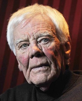 † Tony Booth (85) 25-09-2017 De Britse acteur en activist Tony Booth is dinsdag in Londen op 85-jarige leeftijd overleden, meldden Britse media. Booth speelde in tal van televisieseries inclusief Coronation Street en in meer dan twintig films, zoals Till Death Do Us Part (1965), Corruption (1968), Brannigan (1975) en Owd Bob (1997). https://youtu.be/qJcpwkPMi7Y