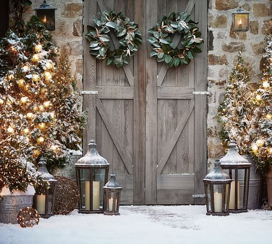 Rustic Barn Doors decorated for the Christmas holidays