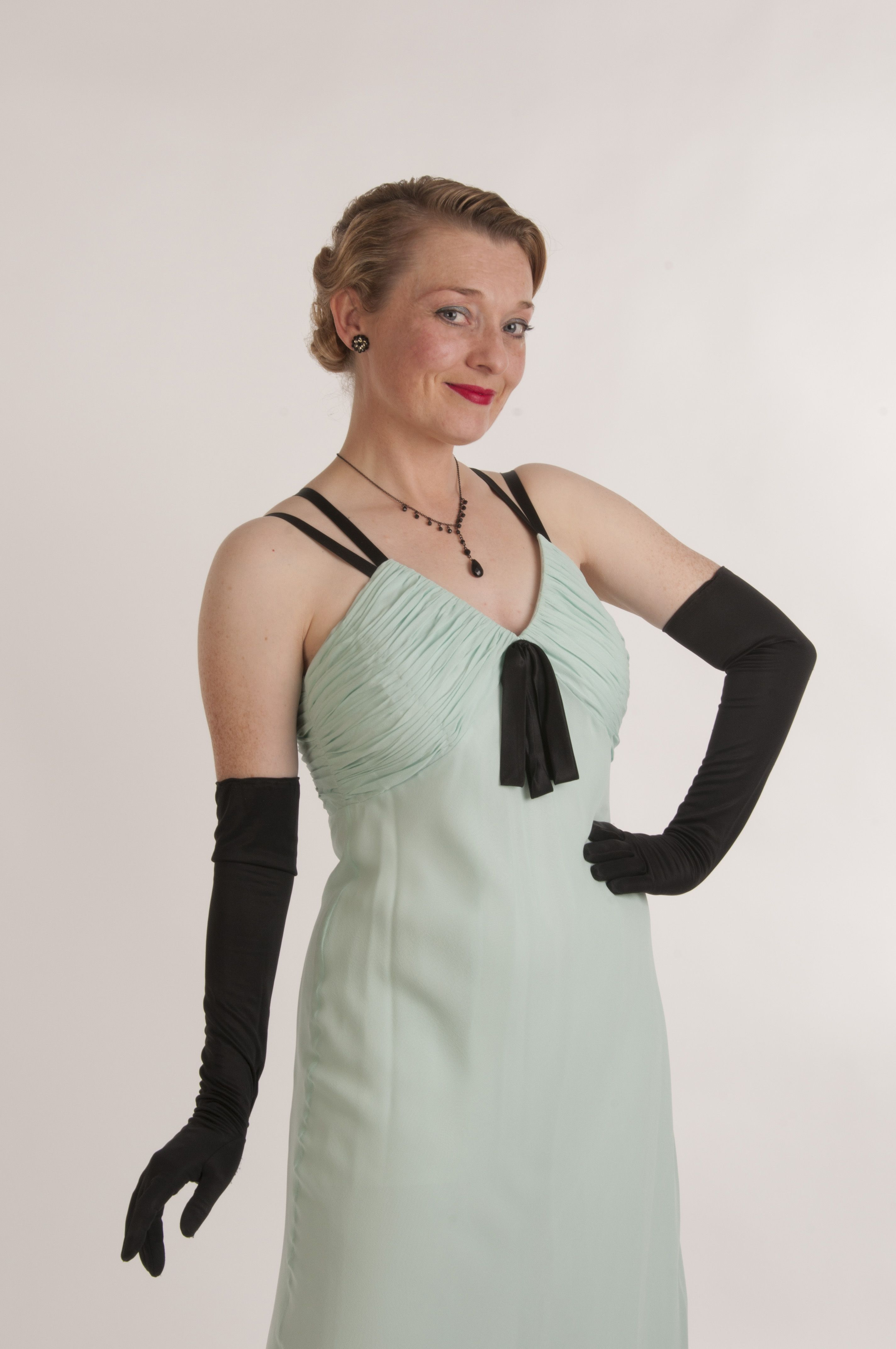 Black gloves evening wear - Fiona Harrison In A Mint Green Evening Gown And Black Gloves