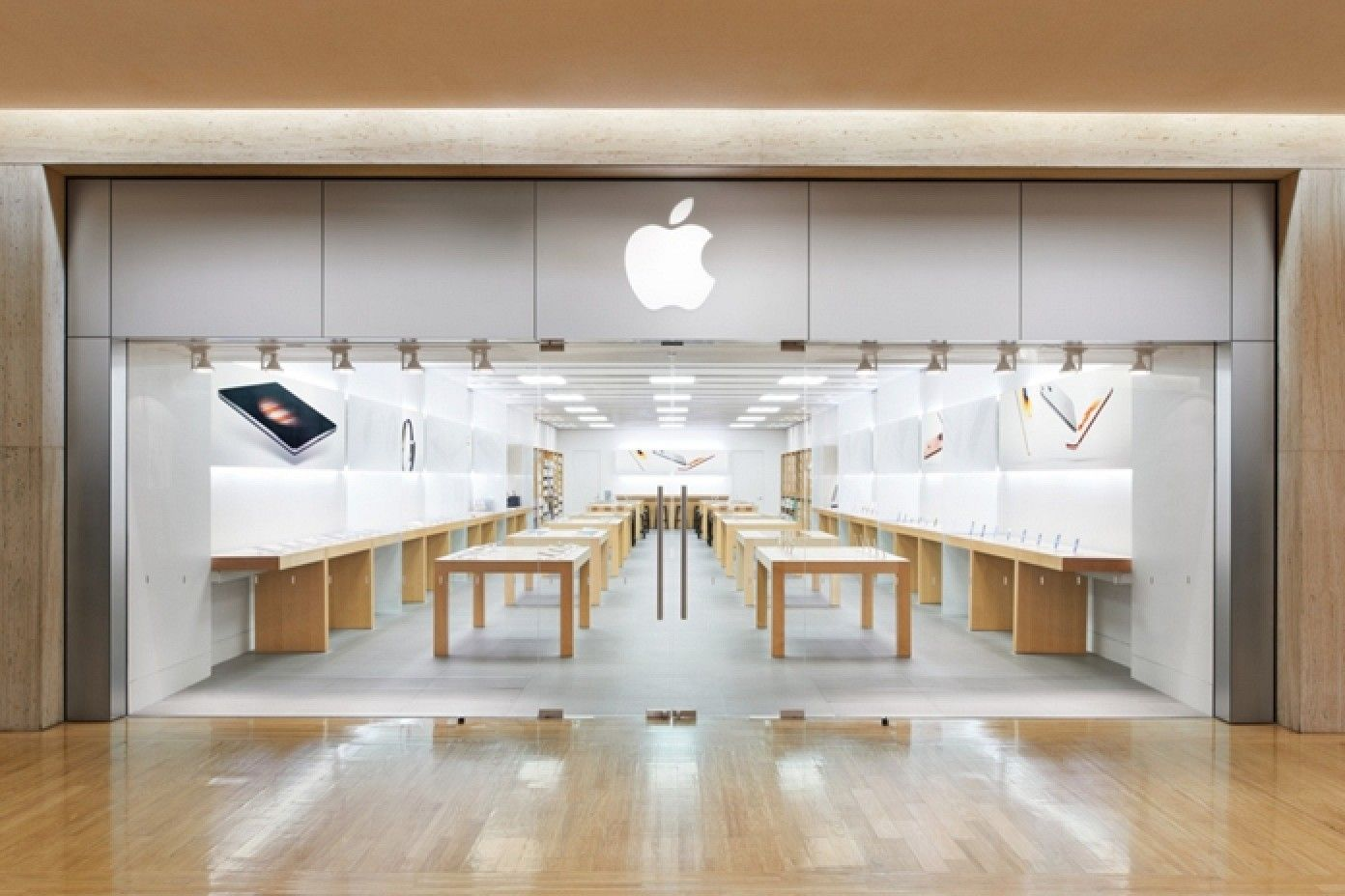 Apple Store at Northbrook Court in Chicago Area Moving