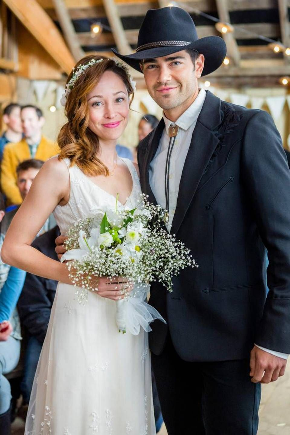 Autumn Reeser And Jesse Metcalfe In A Country Wedding