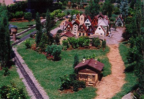 17 Best 1000 images about garden railroad on Pinterest Gardens