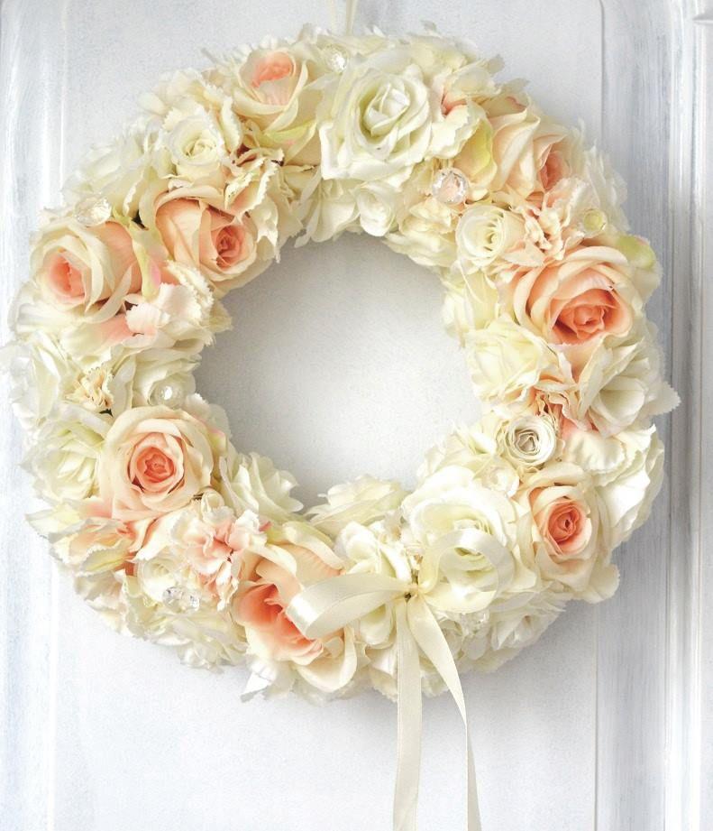 Wianek Wreath Kwiaty Dekoracje Z Kwiatow Sztuczne Kwiaty Ecru Lososiowy Bukiet Kompozycja Dekoracje Na Slub Chrzest Kom Floral Wreath Floral Wreaths