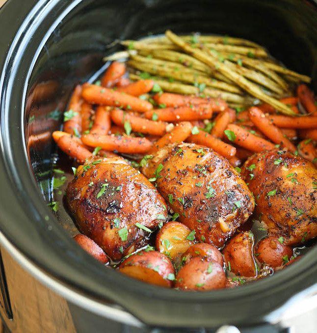 Une recette de poulet et de légumes dans une sauce au miel et à l'ail à la mijoteuse!