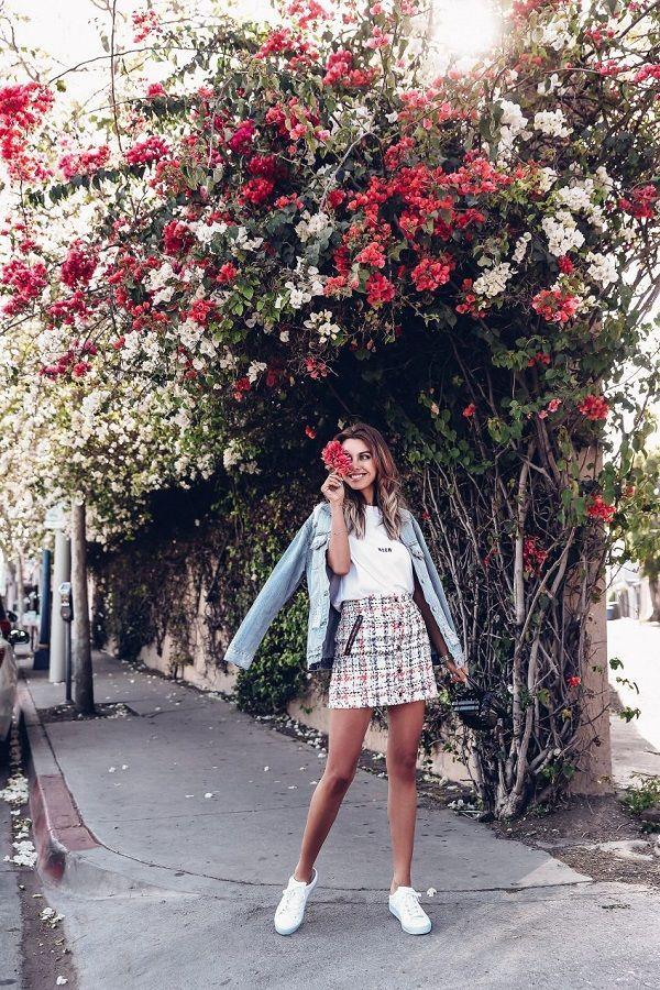 30+ Ways To Effortlessly Rock A Denim Jacket | Lillies and Lashes ,  #denim #Effortlessly #jacket #Lashes #Lillies #rock #traveloutfitplanejackets #ways