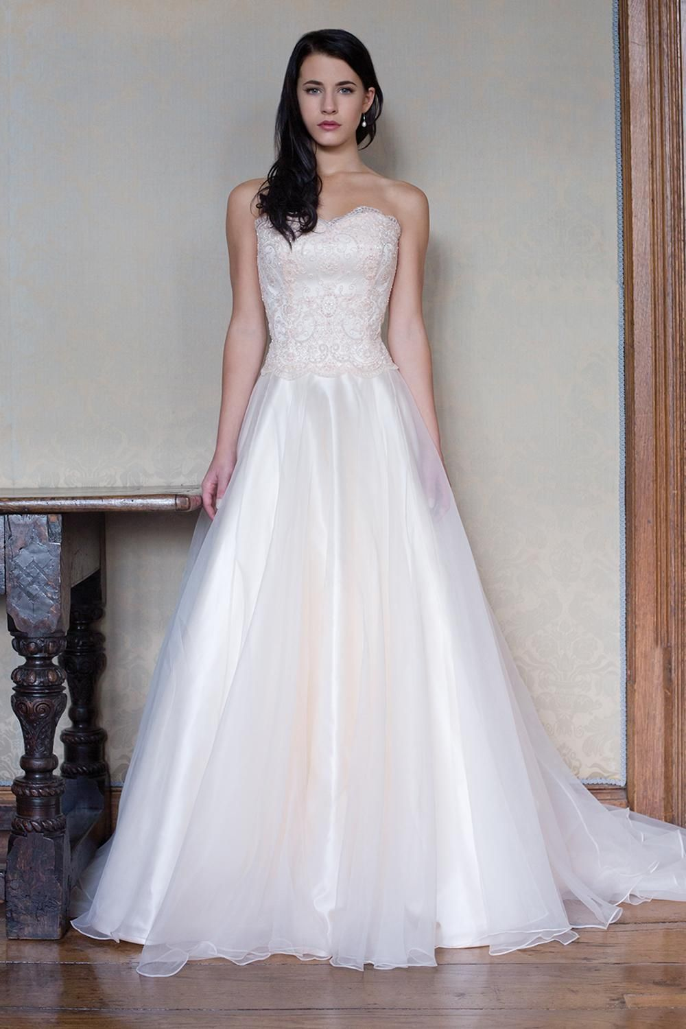 Size 24 wedding dress  A chic sweetheart Aline beauty with a natural waist in tantalizing
