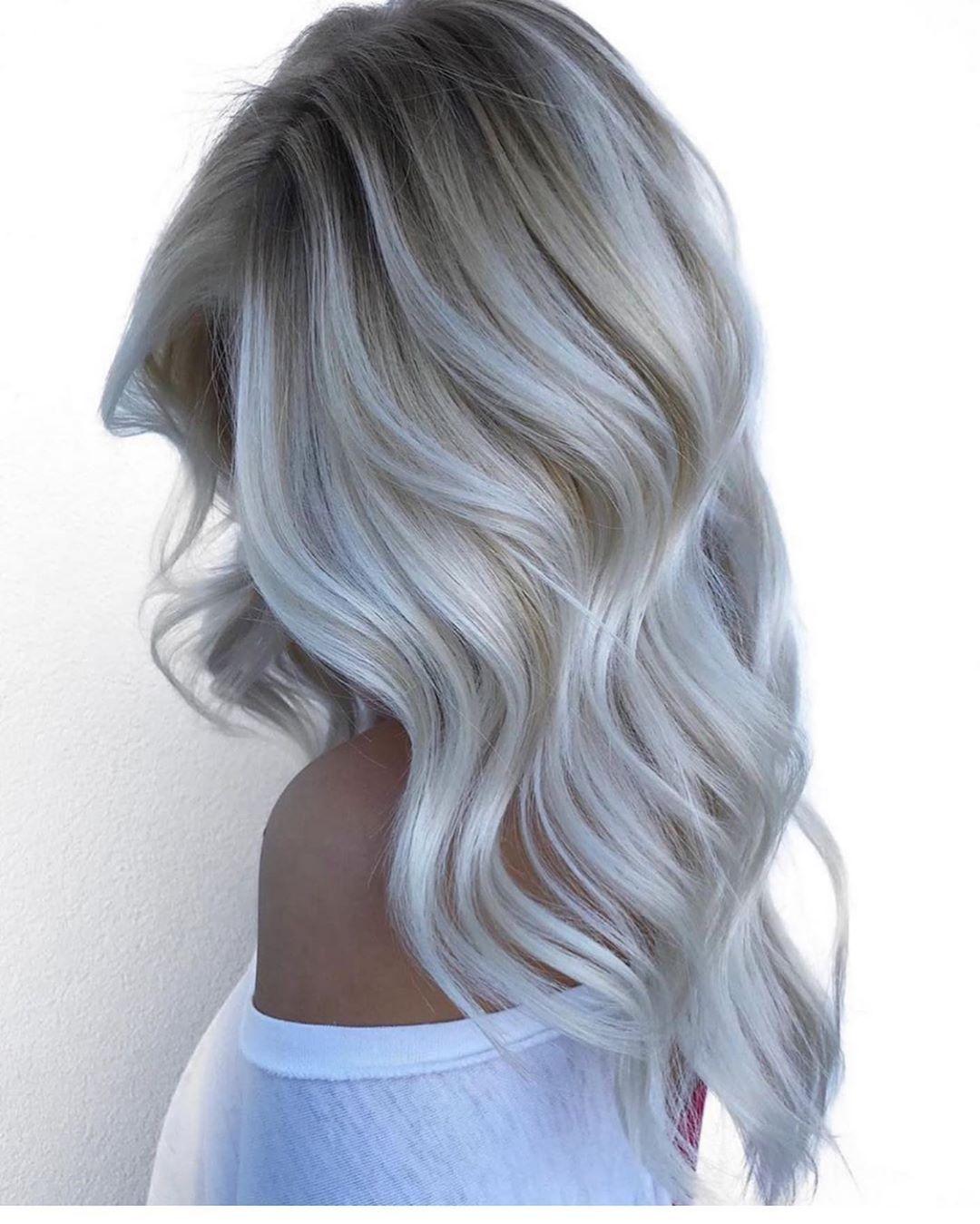 Weisse Haare Grau Balayage Frisuren Silber Locken Wellen