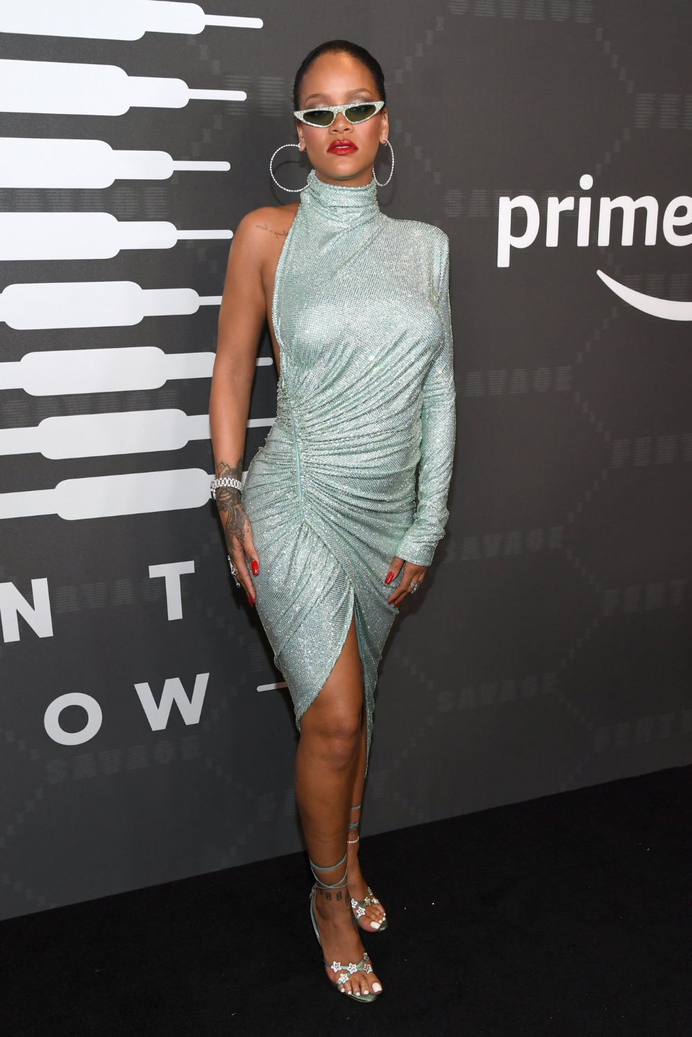 Rihanna On Twitter Rihanna Outfits Fashion Nice Dresses [ 1499 x 1000 Pixel ]