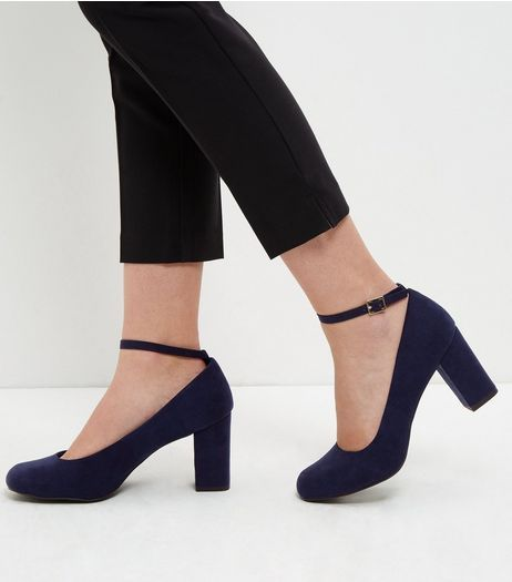 New Look Low Block Heel Court Shoe nuI10