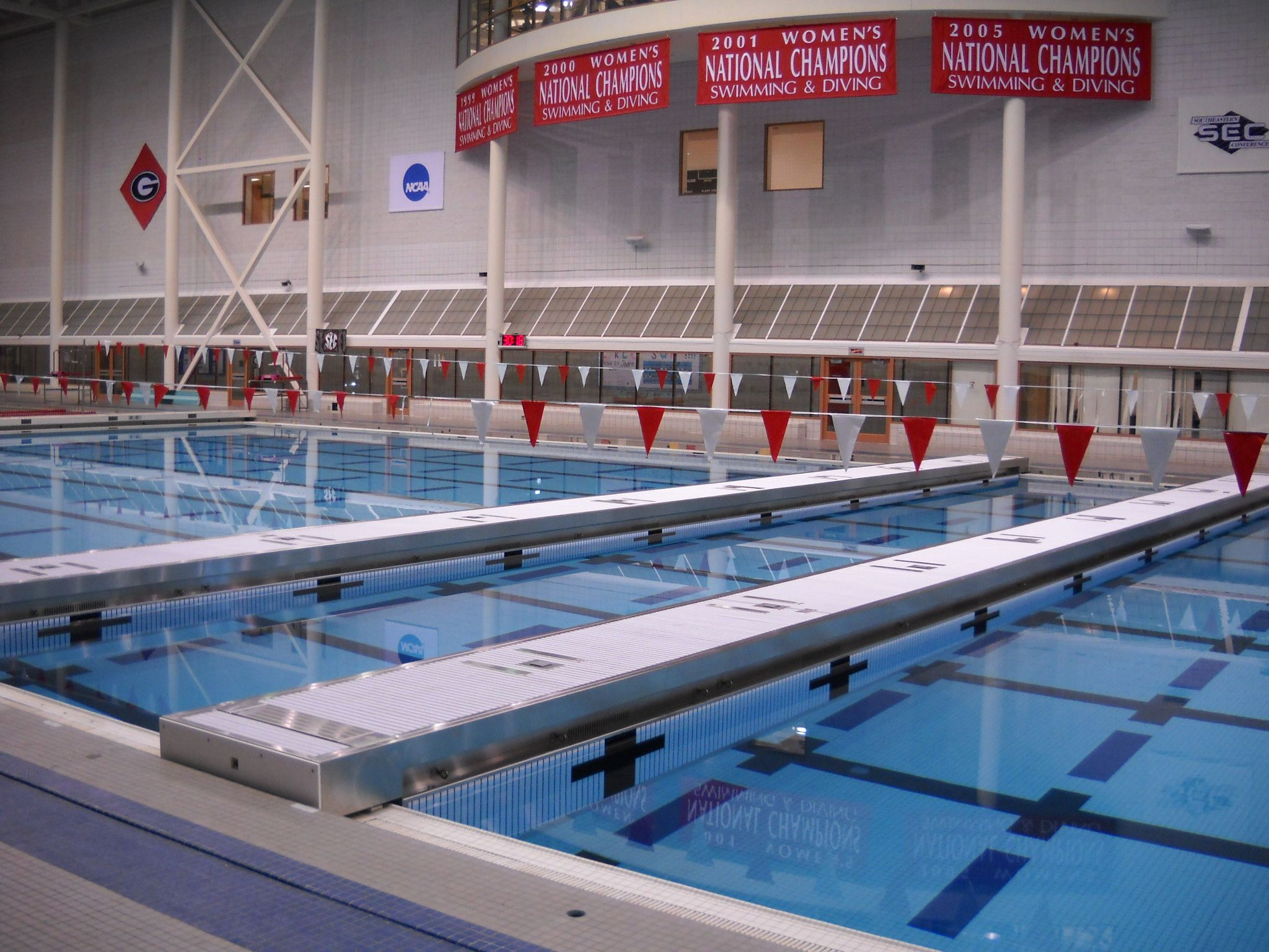 Swimming Pool Bulkheads At University Of Georgia Gabrielsen Natatorium Pool Swimming Champions Swimming Diving
