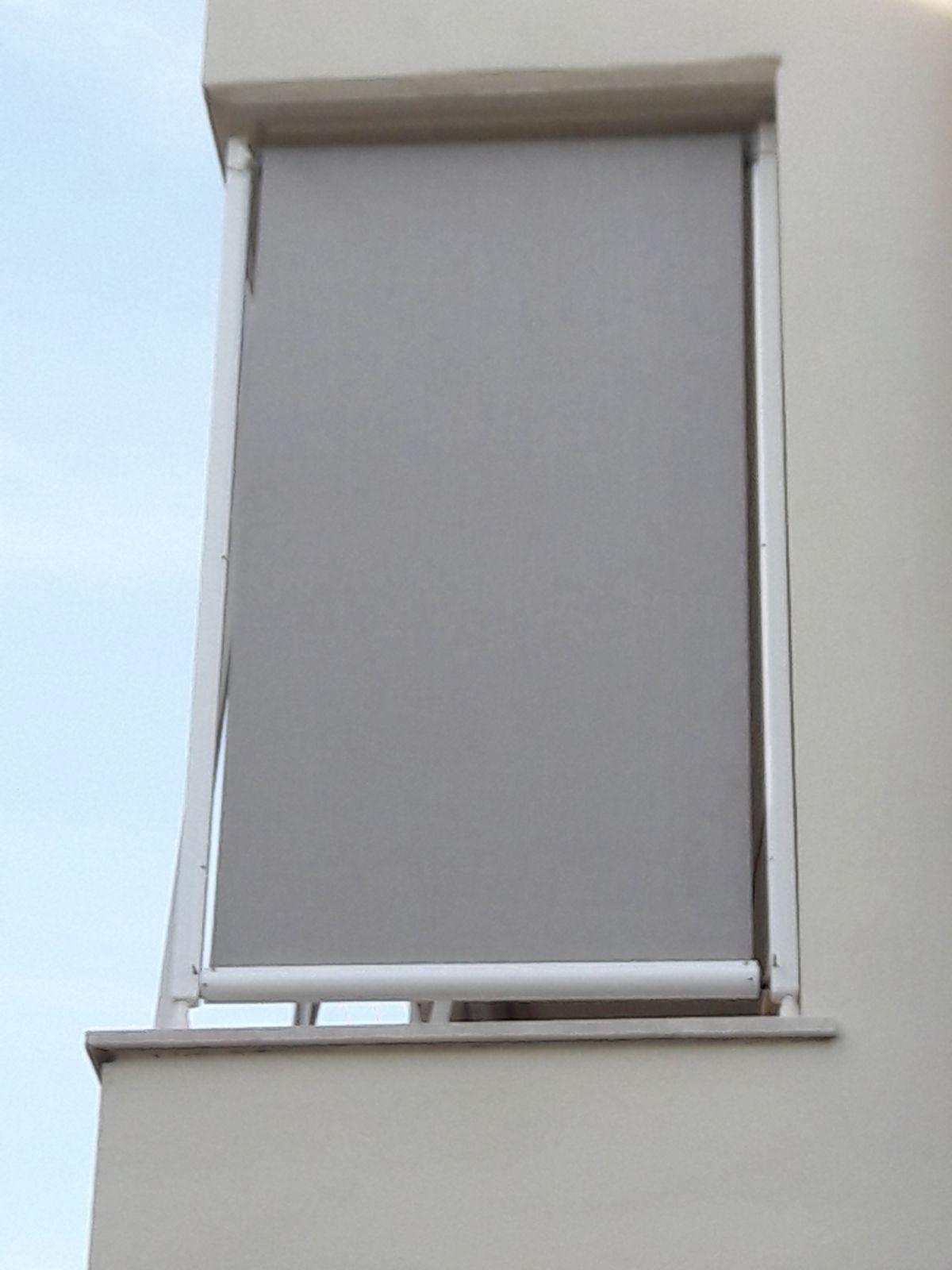 Tende A Rullo Con Guide Laterali Per Esterni.Tenda A Caduta Con Guide Laterali Colore Grigio Terrazzo