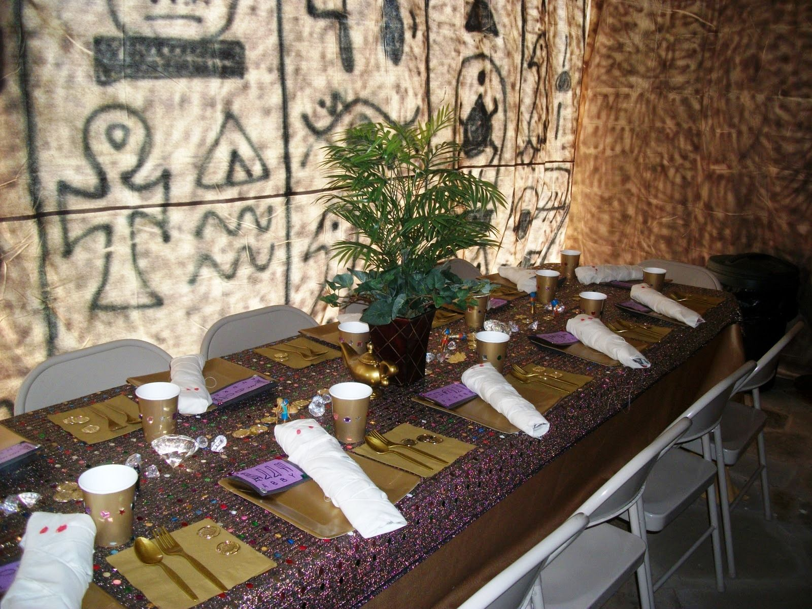 Ancient egyptian table - Egyptian Party Theme