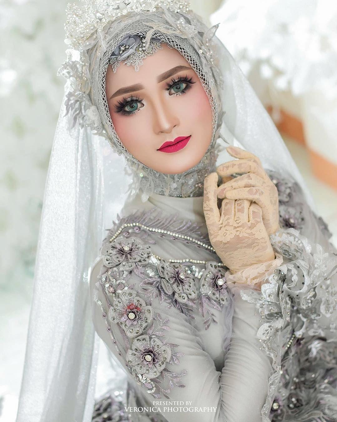 Dekorasi Mua Bridal Kebaya Di Instagram Talent Laraskurnia 18 Make Up By Helena Wedding Owner Gown Desi Pengantin Wanita Pose Pengantin Gaya Pengantin