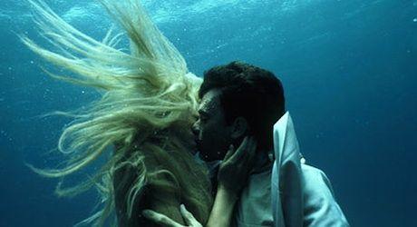 http://www.thereelbits.com/wp-content/uploads/2012/06/splash-kiss002.jpg