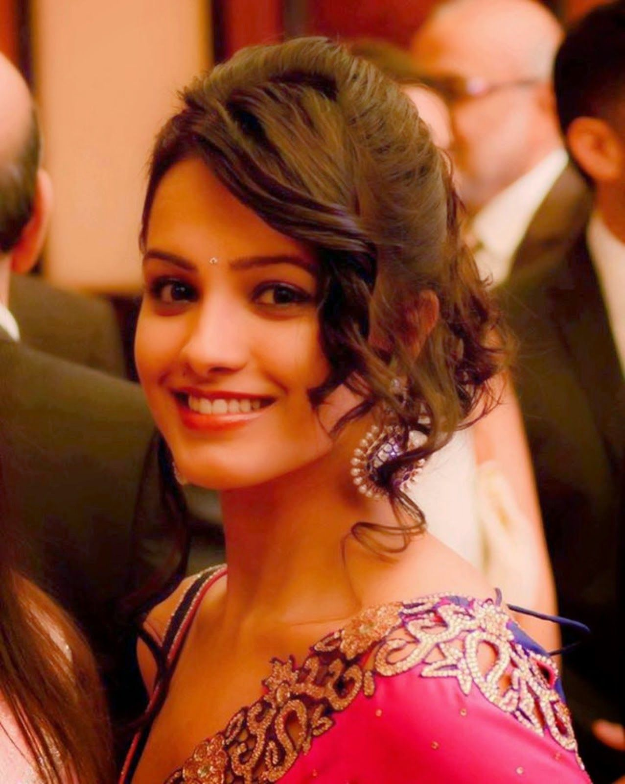 Anita Hassanandani Google Search Short Wedding Hair Bridal Hair Buns Indian Hairstyles