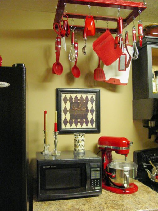 khaki and black kitchen | ... black so I chose it for the kitchen. The wall color is a khaki tan