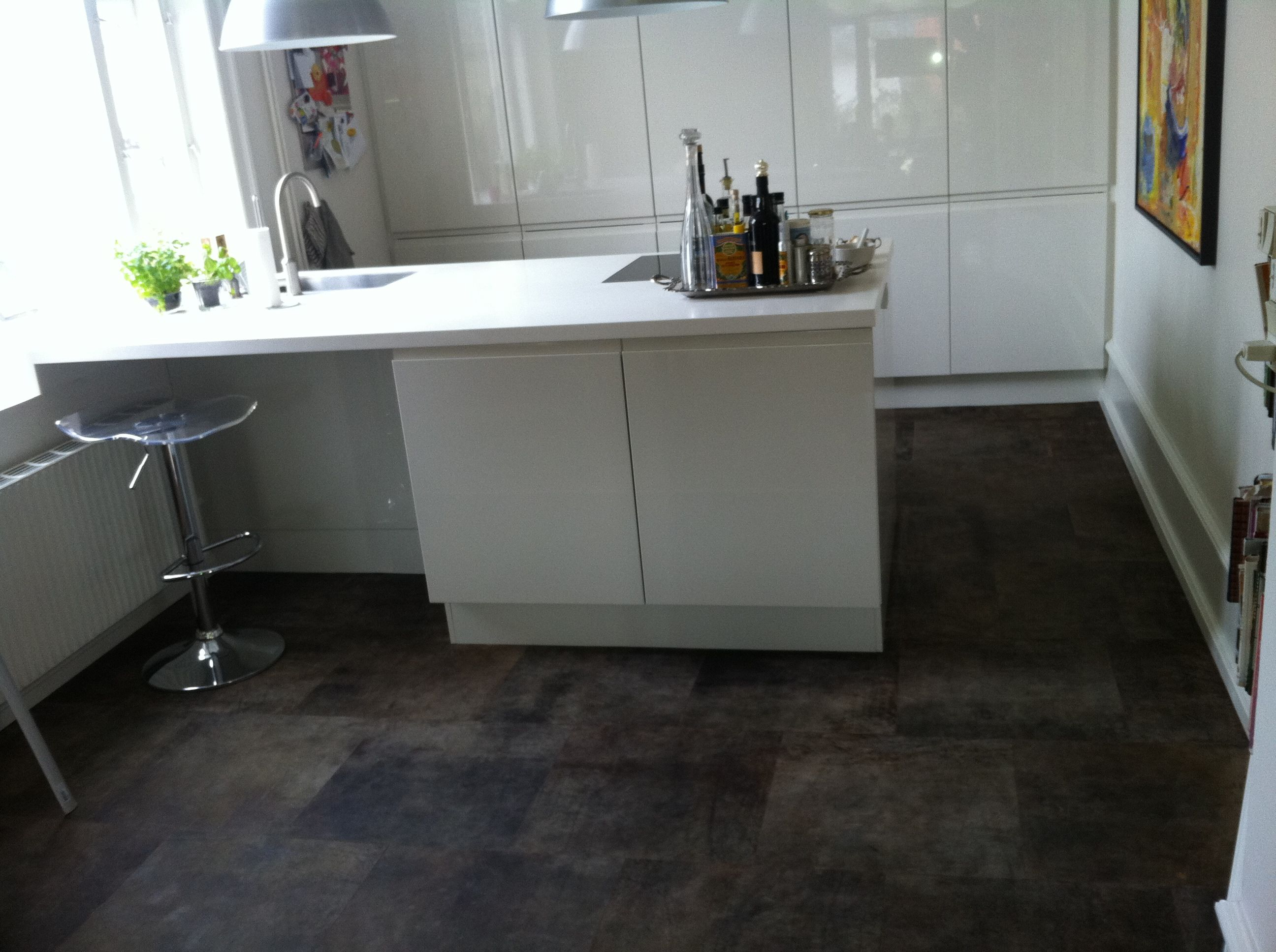 Kitchen flooring in leather tiles. | Alphenberg leather - Water ...